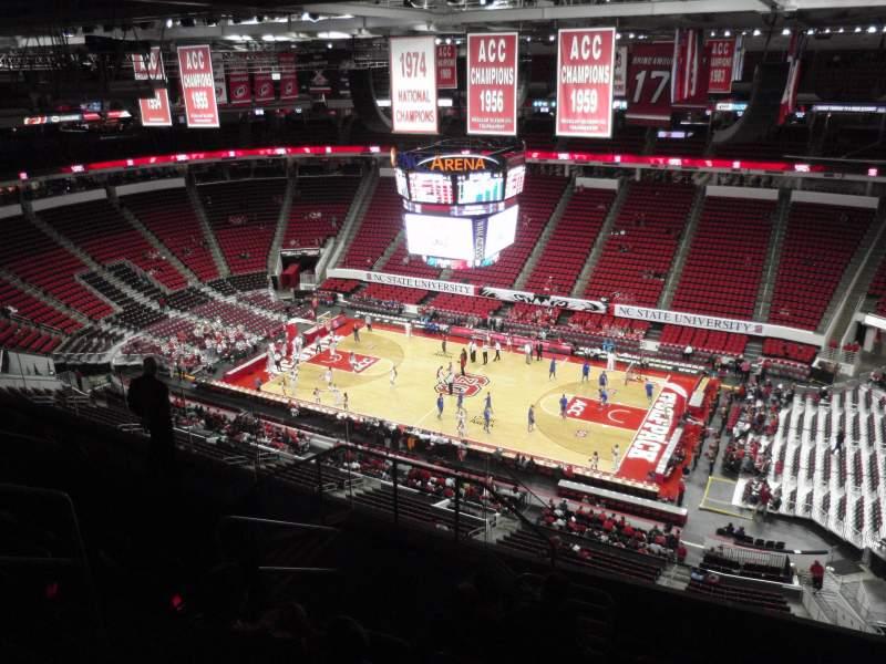 Vista sentada para PNC Arena Secção 302 Fila H Lugar 11