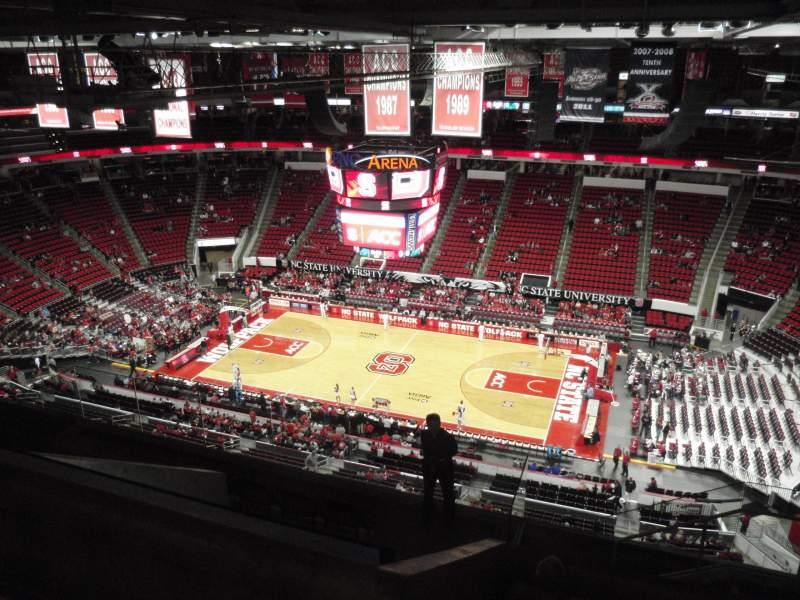 Vista sentada para PNC Arena Secção 323 Fila J Lugar 5