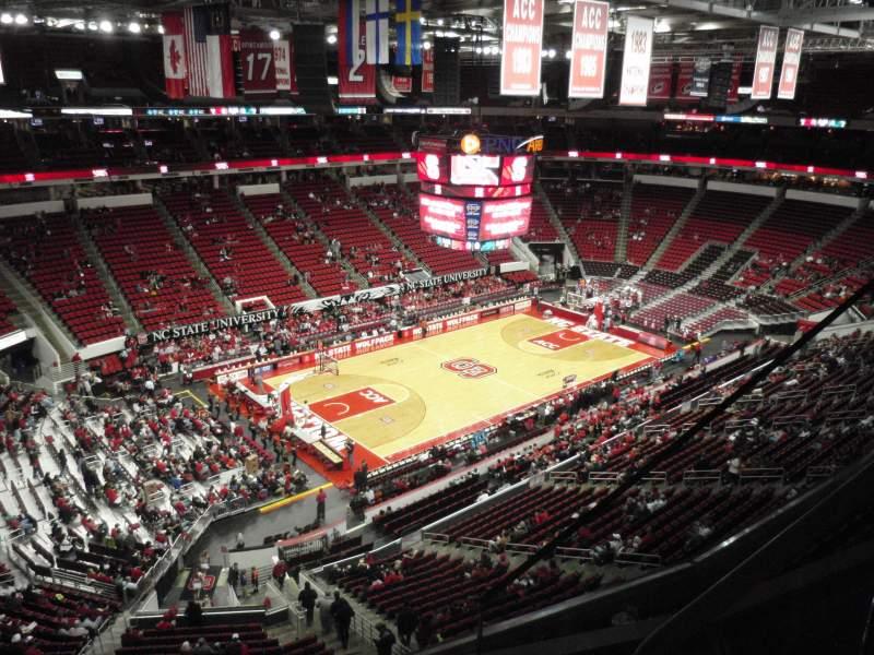 Vista sentada para PNC Arena Secção 328 Fila C Lugar 3
