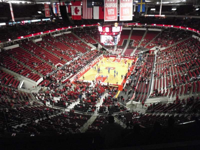 Vista sentada para PNC Arena Secção 332 Fila F Lugar 9