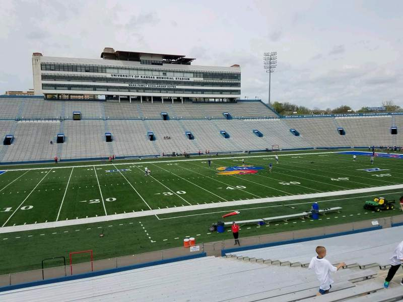 Vista sentada para David Booth Kansas Memorial Stadium Secção 23 Fila 26 Lugar 13