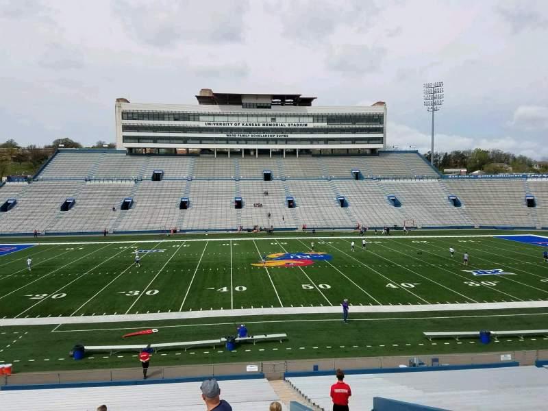 Vista sentada para David Booth Kansas Memorial Stadium Secção 23 Fila 33 Lugar 5