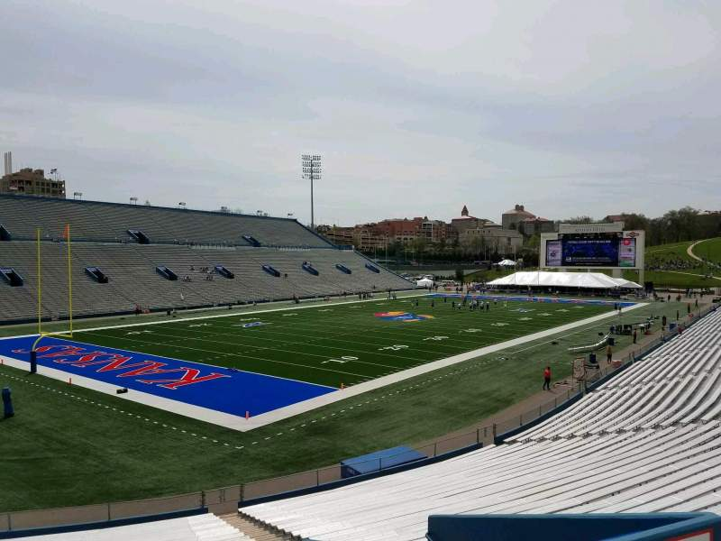 Vista sentada para David Booth Kansas Memorial Stadium Secção 11 Fila 30 Lugar 7