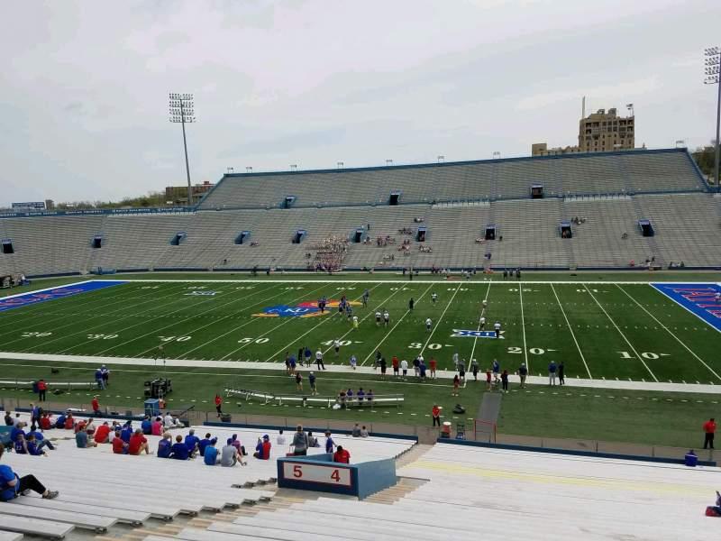 Vista sentada para David Booth Kansas Memorial Stadium Secção 4 Fila 42 Lugar 23