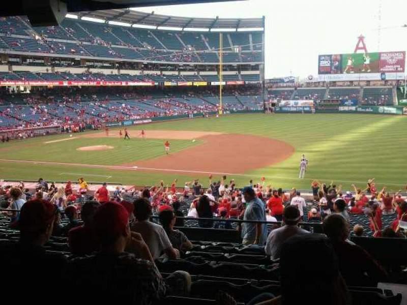 Vista sentada para Angel Stadium Secção 225 Fila J Lugar 25