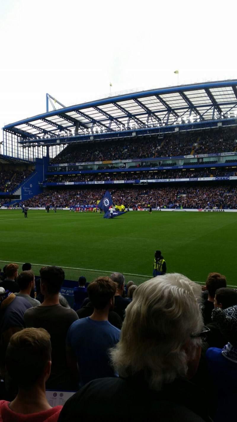 Vista sentada para Stamford Bridge Secção East Lower North Fila O Lugar 172