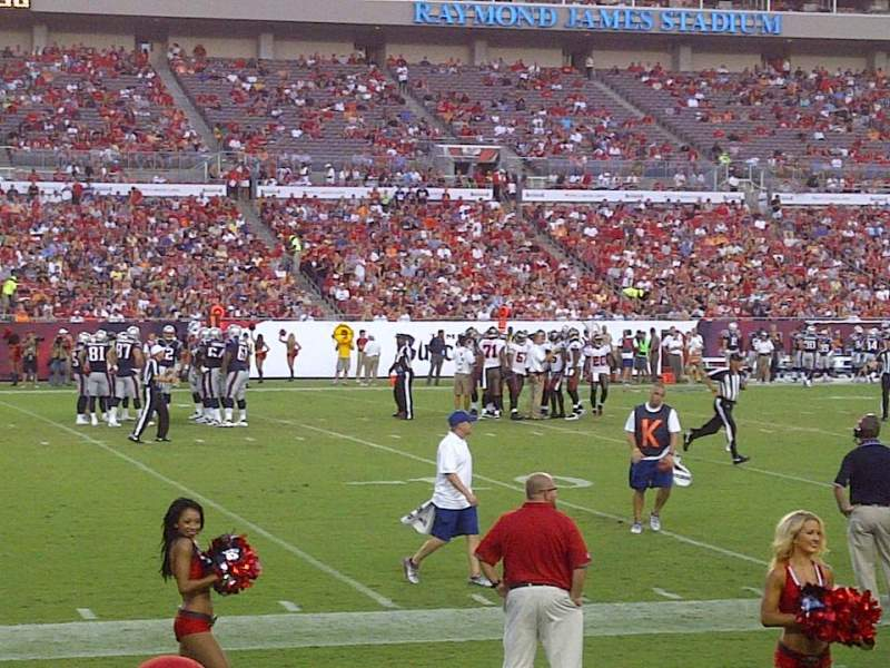 Vista sentada para Raymond James Stadium Secção 107 Fila D Lugar 8