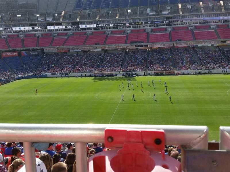 Vista sentada para Nissan Stadium Secção 211 Fila P Lugar 15