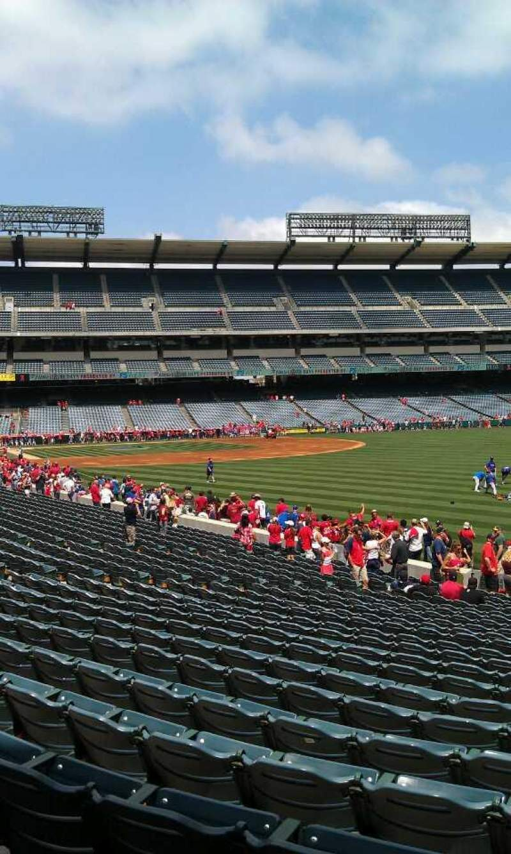 Vista sentada para Angel Stadium Secção 133 Fila y Lugar 26
