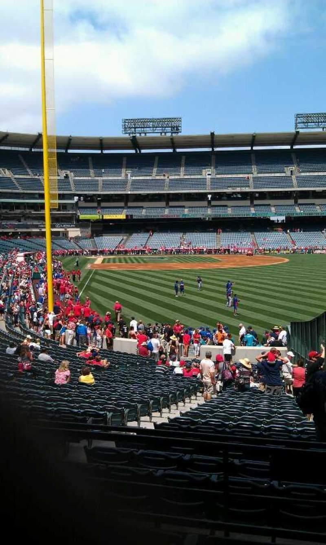 Vista sentada para Angel Stadium Secção 233 Fila d Lugar 18