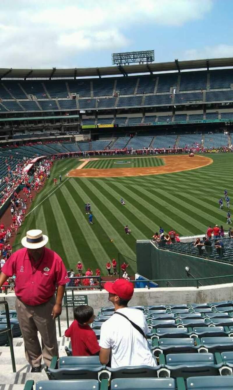 Vista sentada para Angel Stadium Secção 233 Fila l Lugar 2