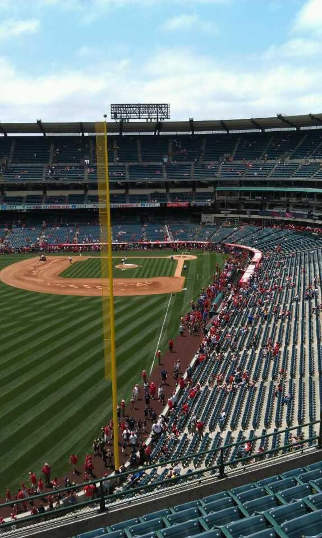 Vista sentada para Angel Stadium Secção 402 Fila j Lugar 3
