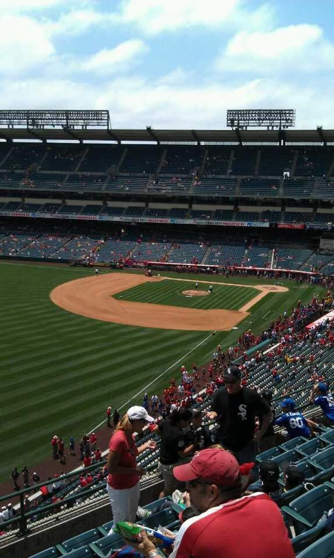 Vista sentada para Angel Stadium Secção 404 Fila j Lugar 1