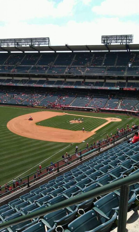 Vista sentada para Angel Stadium Secção 406 Fila j  Lugar 18