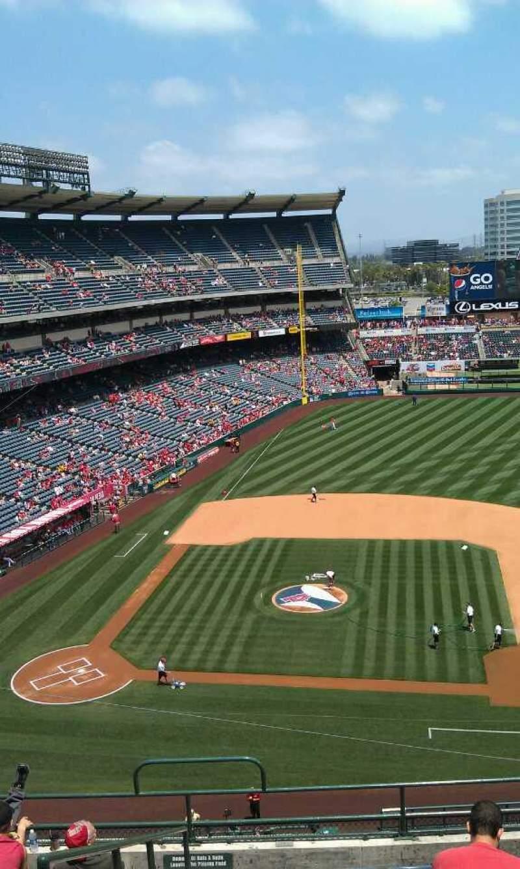 Vista sentada para Angel Stadium Secção 425 Fila j  Lugar 1