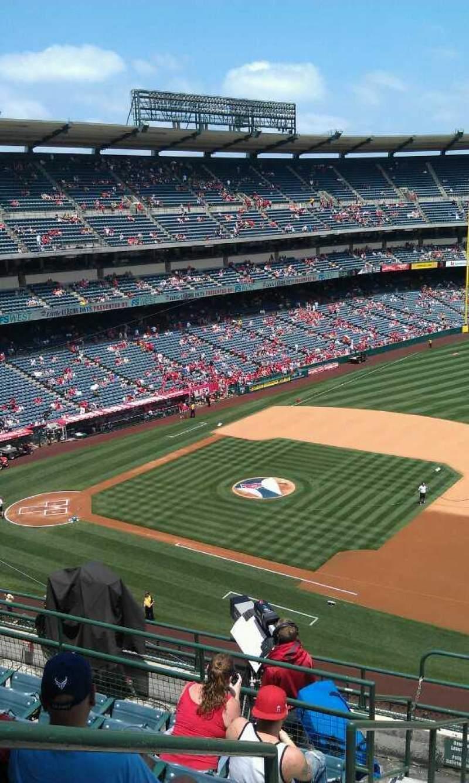 Vista sentada para Angel Stadium Secção 427 Fila j Lugar 1