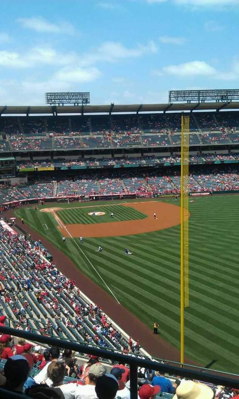Vista sentada para Angel Stadium Secção 538 Fila a  Lugar 1