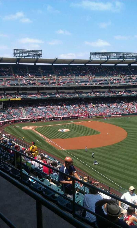 Vista sentada para Angel Stadium Secção 534 Fila b Lugar 16
