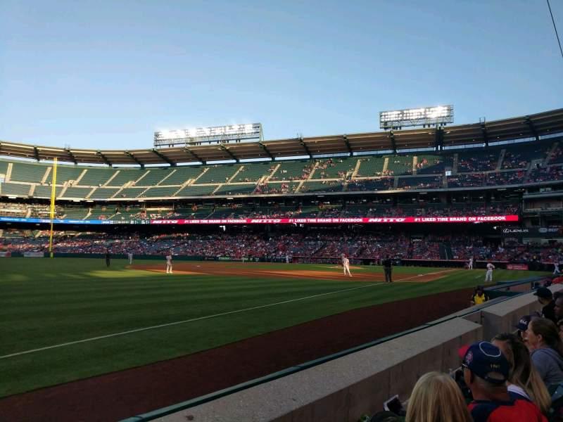 Vista sentada para Angel Stadium Secção 107 Fila B Lugar 7