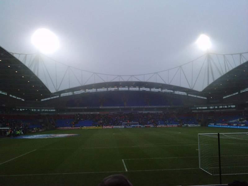 Vista sentada para University of Bolton Stadium Secção South Stand Lower Fila J Lugar 92