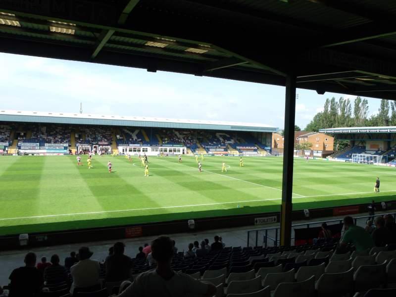 Vista sentada para Gigg Lane Secção South Stand Fila T Lugar 54