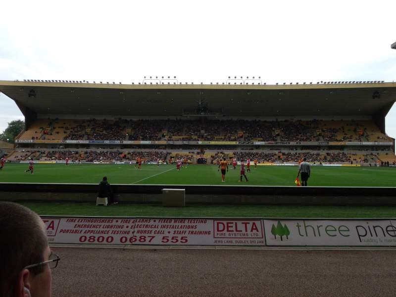 Vista sentada para Molineux Stadium Secção JL5 Fila B Lugar 140
