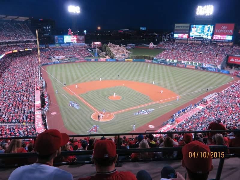 Vista sentada para Angel Stadium Secção 522 Fila C Lugar 17