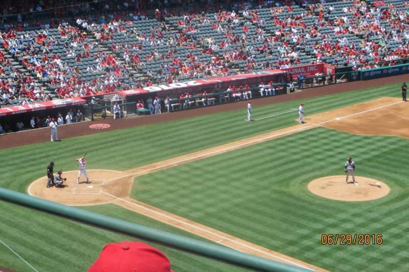 Vista sentada para Angel Stadium Secção V427 Fila C Lugar 6