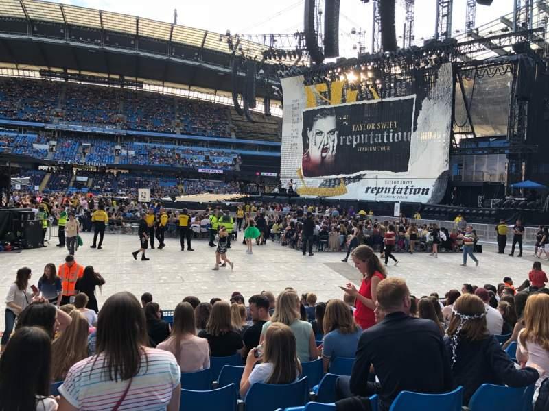 Vista sentada para Etihad Stadium (Manchester) Secção 104 Fila K Lugar 89