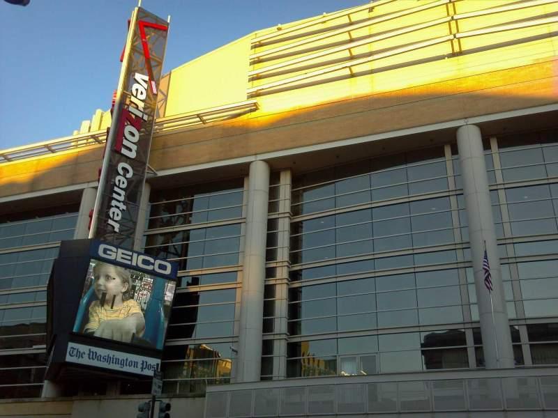 Vista sentada para Capital One Arena Secção Gallery Place Metro Entrance