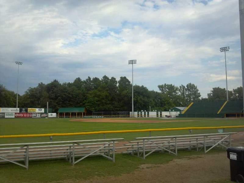 Vista sentada para Centennial Field Secção 3rd Base Fence