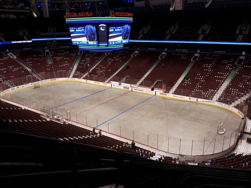 Vista sentada para Rogers Arena Secção 305 Fila 9 Lugar 1