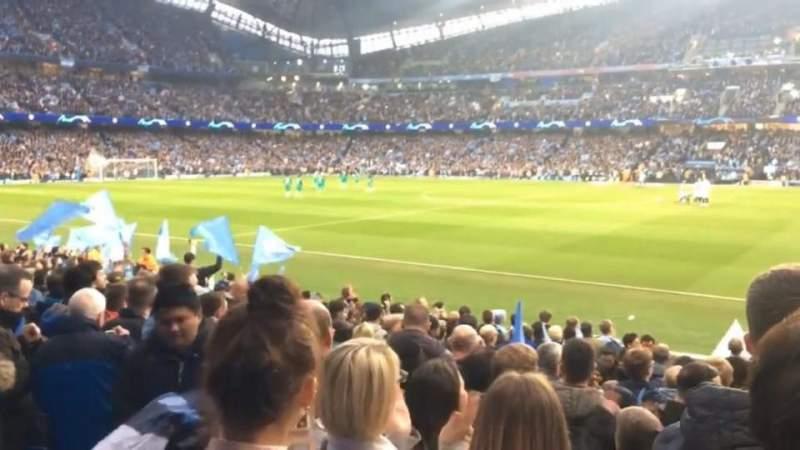 Vista sentada para Etihad Stadium (Manchester) Secção 102 Fila n Lugar 56