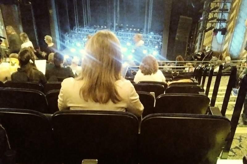 Vista sentada para Lunt-Fontanne Theatre Secção REAR MEZZANINE RC Fila J Lugar 126