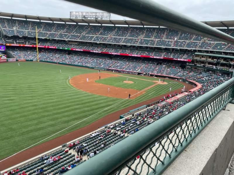 Vista sentada para Angel Stadium Secção 407 Fila A Lugar 14