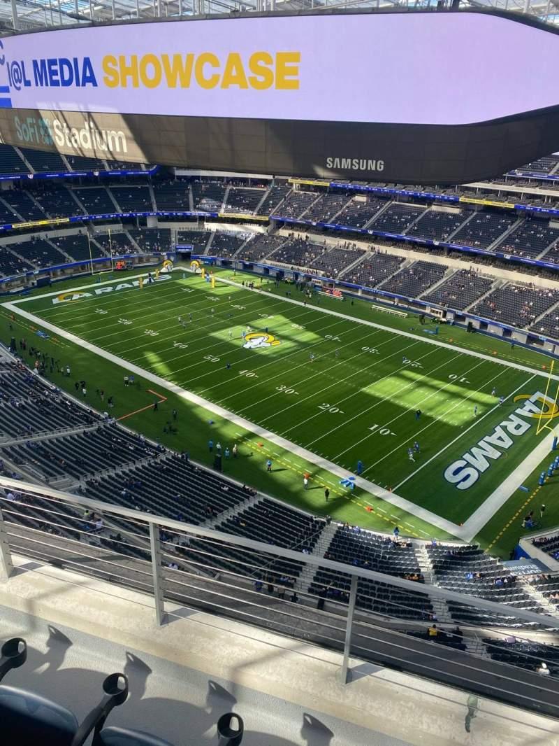 Vista sentada para SoFi Stadium Secção 421 Fila 3 Lugar 3