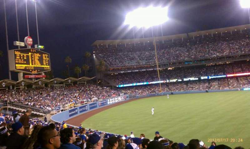 Vista sentada para Dodger Stadium Secção 305PL Fila v Lugar 3-5