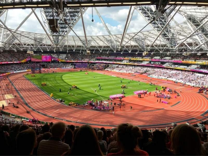 Vista sentada para London Stadium Secção 245 Fila 61 Lugar 142