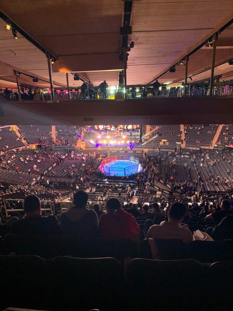 Vista sentada para Madison Square Garden Secção 212 Fila 23 Lugar 8