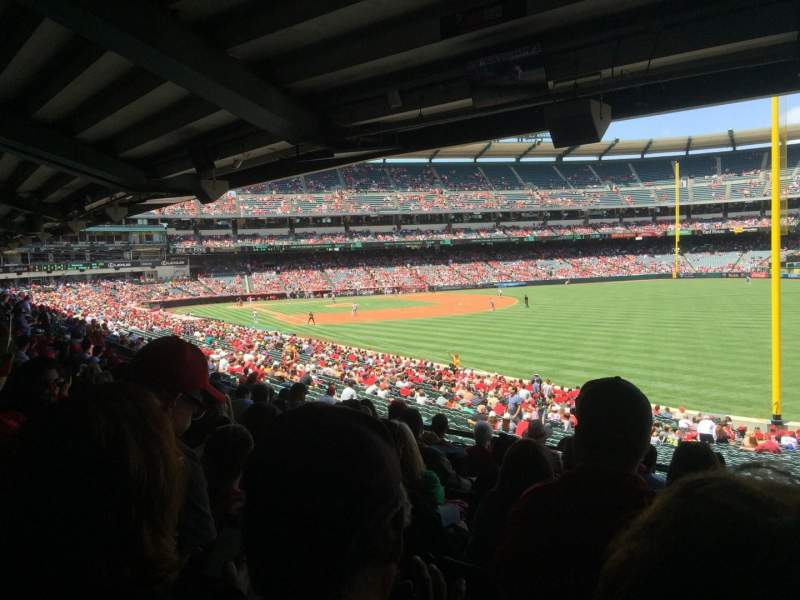 Vista sentada para Angel Stadium Secção T230 Fila J Lugar 18