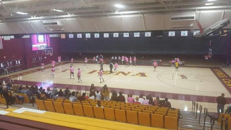 Vista sentada para Hynes Athletic Center Secção 12 Fila V Lugar 1