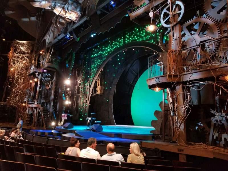 Vista sentada para Gershwin Theatre Secção Orchestra R Fila D Lugar 20