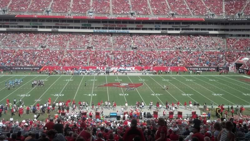 Vista sentada para Raymond James Stadium Secção 210 Fila DD Lugar 11_12