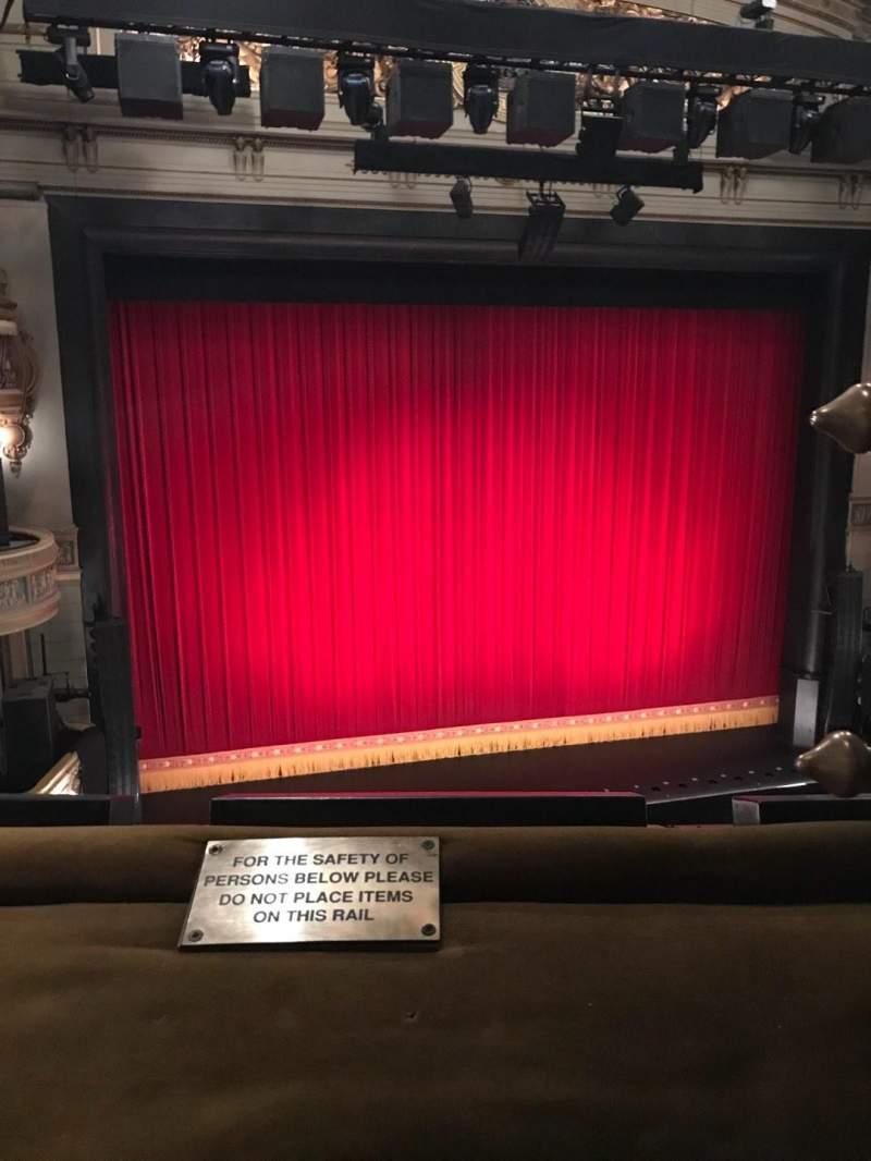 Vista sentada para Theatre Royal Secção Grand Circle Fila A Lugar 33