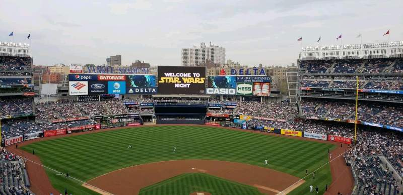 Vista sentada para Yankee Stadium Secção 320C Fila W Lugar 1