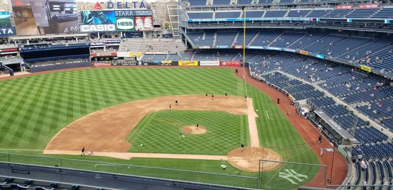 Vista sentada para Yankee Stadium Secção 323 Fila 6 Lugar 1