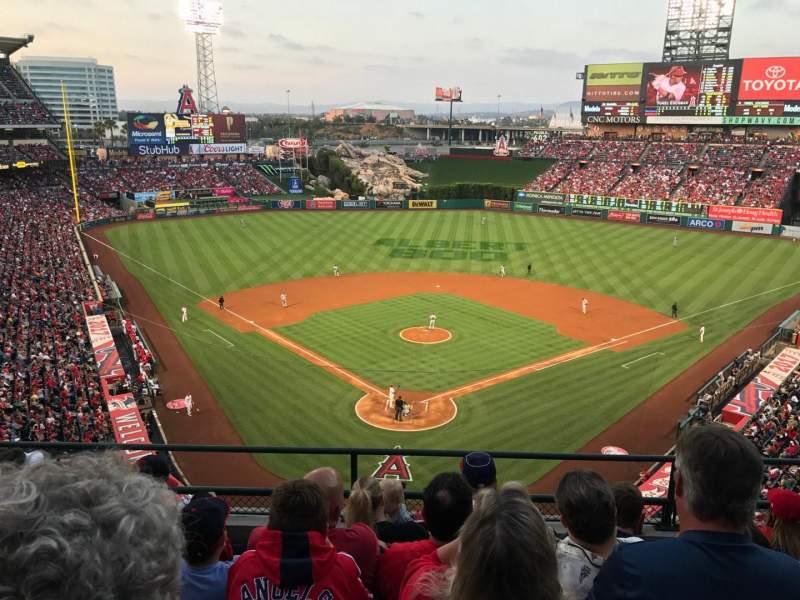 Vista sentada para Angel Stadium Secção V419 Fila E Lugar 10