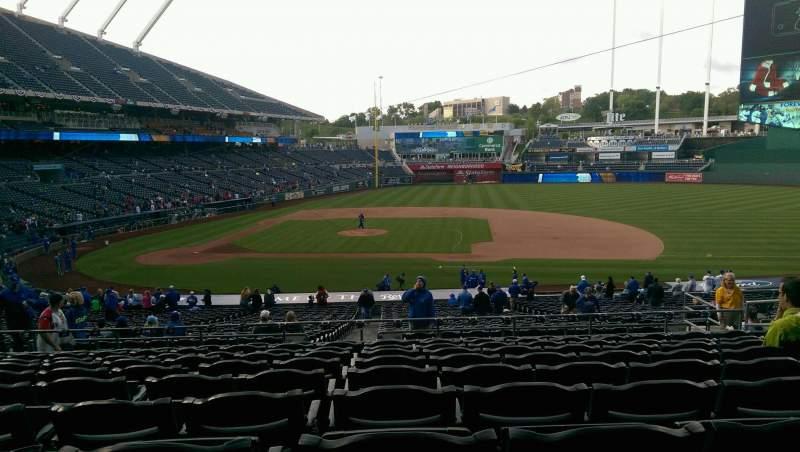Vista sentada para Kauffman Stadium Secção 234 Fila KK Lugar 12