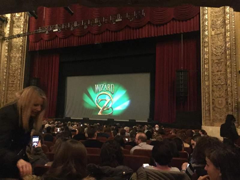 Vista sentada para Chicago Theatre Secção MNFL3R Fila G Lugar 320