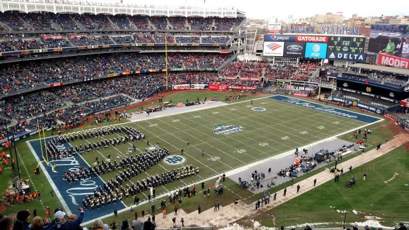Vista sentada para Yankee Stadium Secção 413 Fila 9 Lugar 26